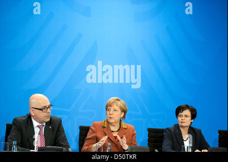 Berlin, Germany. 21st March 2013. Federal Chancellor Angela Merkel gives declaration after the meeting with the Presidents of the German states about network expansion, renewable energy and the environment for plants. The main topic was the new policy to Renewable Energy. Credits: Credit:  Gonçalo Silva / Alamy Live News.
