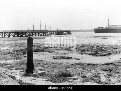 A view looking from the shore towards Shotley pier at low tide. - Stock Photo