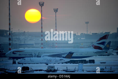 The sun sets behind the snow and ice covered airport of Duesseldorf, Germany, 20 December 2010. Photo:JULIANSTRATENSCHULTE - Stock Photo