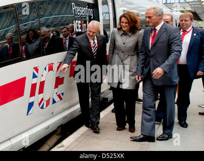 Deutsche Bahn CEO Ruediger Grube (L), state secretary of the British Transport Ministry Theresa Villiers (R) and - Stock Photo