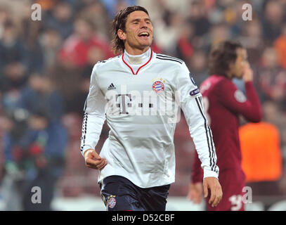 Bayern Munich's Mario Gomez cheers after scoring the 2-0 during the Champions League group E match between CFR Cluj - Stock Photo