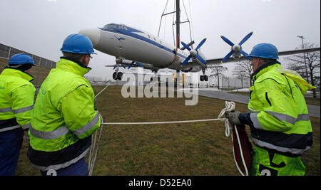 Staff members help bringing an Ilyushin IL 18 airplane to the ground at the airport Leipzig/Halle in Schkeuditz, - Stock Photo