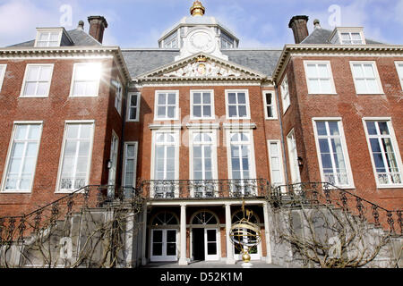 Exterior view on huis ten bosch palace official residence for Huis ten bosch hague