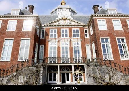 Exterior view on huis ten bosch palace official residence for Huis ten bosch hague