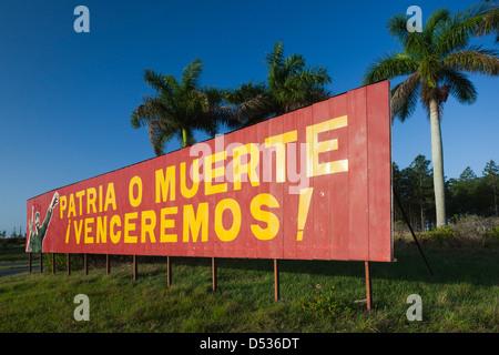 Cuba, Pinar del Rio Province, Pinar del Rio, roadside patriotic mural with Fidel Castro - Stock Photo