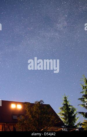 Metzelthin, Germany, starry sky and Milky Way over a farmhouse - Stock Photo