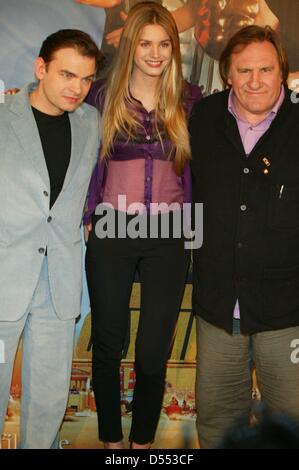 Gerard Depardieu (r), Clovis Cornillac (l) and Vanessa Hessler (M) at photocall of film 'Asterix at the Olympic - Stock Photo