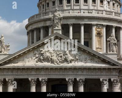 Saint Paul's Cathedral, London, pediment and dome collonade - Stock Photo