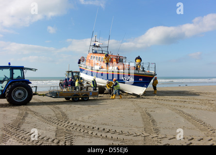 Barmouth lifeboat moira barrie is being recovered after practice in cardigan bay on a carriage for transport to - Stock Photo