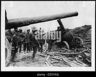 Big gun whose tractor has got in slight difficulty - Stock Photo