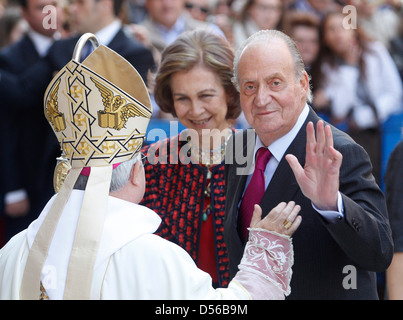 Spain´s king Juan Carlos (R) and Queen Sofia (C) meet Palma de Mallorca´s bishop before attending a Sunday eastern - Stock Photo