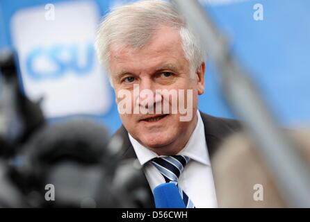Der bayerische Ministerpräsident, Horst Seehofer (CSU), gibt am Montag (15.11.2010) in München (Oberbayern) bei - Stock Photo
