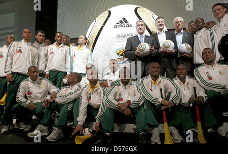 Carlos Alberto Parreira (back C, L-R), head coach of the South African national soccer team, Herbert Hainer, CEO - Stock Photo