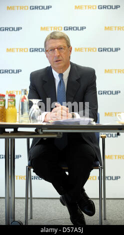 Eckhard Cordes, CEO of METRO AG, speeks during a press conference in Duesseldorf, Germany, 30 April 2010. METRO - Stock Photo