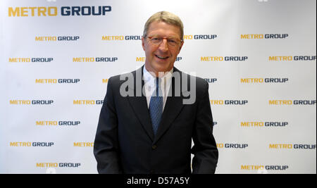 Eckhard Cordes, CEO of METRO AG, attends a press conference in Duesseldorf, Germany, 30 April 2010. METRO AG's start - Stock Photo