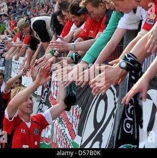 Hanover's Mike Hanke spills the fans after German Bundesliga match Hanover 96 vs Borussia Moenchengladbach at AWD - Stock Photo