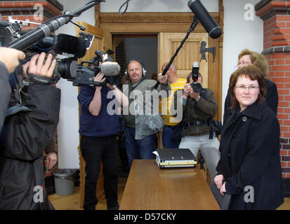 Young widow Ines S. (R) awaits the decision of the higher regional court Rostock, Germany, 07 May 2010. In 2008, - Stock Photo
