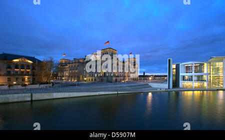 View on Reichstag building (C)and Paul Loebe House (R)at twilight in Berlin, Germany, 07 March 2010. The image - Stock Photo