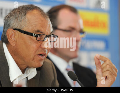Trainer of FC Schalke 04 Felix Magath (L-R), chairman of the supervisory board Clemens Toennies and the new manager - Stock Photo