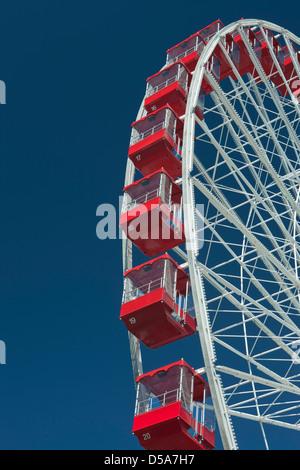 FERRIS WHEEL NAVY PIER LAKE MICHIGAN CHICAGO ILLINOIS USA - Stock Photo