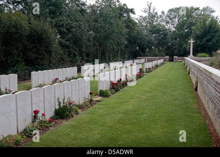 Lines of headstones in the CWGC World War One Devonshire Cemetery, Mansell Copse, near Mametz, France. - Stock Photo