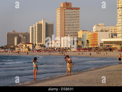 (dpa file) - A file picture dated 30 September 2009 shows the beach in Tel Aviv with the hotel skyline in the background. - Stock Photo