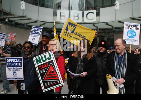 London, UK. 28th March 2013. BBC journalists at the start of their 12-hour walk out. Members of the National Union - Stock Photo