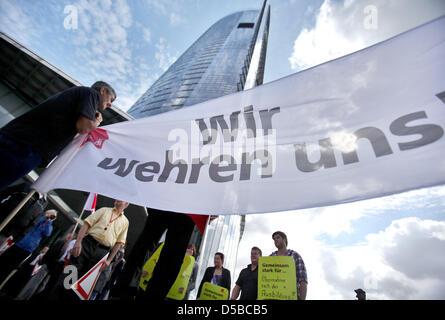 Unionists of Verdi demonstrate against pensions from 67 on, the breakdown of the social order and for minimum wages - Stock Photo