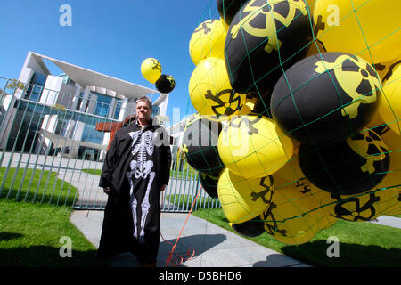 Anti-nuclear activists demonstrate against the nuclear energy policy of the German government with yellow and black - Stock Photo