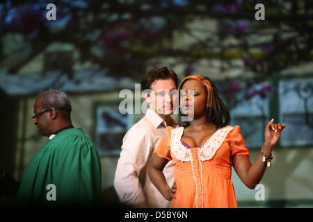 42ab3df8ee5603 ... Actors Boyse White (L-R) as reverend Wright
