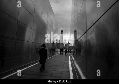 Jersey City, New Jersey, USA. 28th March 2013. An Orthodox Jewish man walks through the New Jersey: Empty Sky memorial - Stock Photo