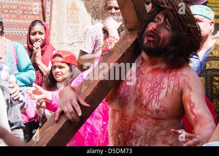Jerusalem, Israel. 29th March 2013.  Actors reenact the sentencing and crucifixion of Jesus along the Via Dolorosa - Stock Photo