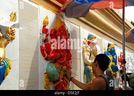 Artistes painting the Ganesh statues in Bangkok Thailand on 18/10/2012 - Stock Photo