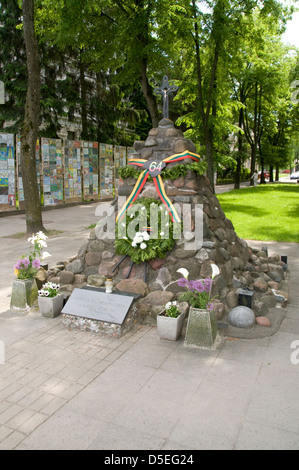 A memorial at the Museum of Genocide Victims, former  Nazi and KGB H.Q in Gedimino Avenue, Vilnius, Lithuania,Baltic - Stock Photo
