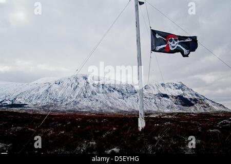 Glencoe, UK. 31st March 2013.The skull and crossbones flag flies at half mast above the Glencoe mountain resort - Stock Photo