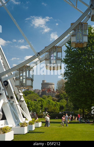 Windsor Castle Gardens Stock Photo 22855472 Alamy