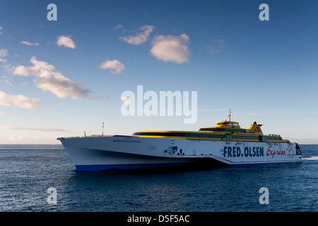 Benchijigua express ferry of the fred olsen company for Oficina fred olsen los cristianos