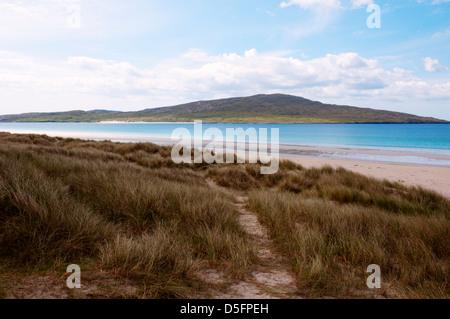 The island of Taransay seen across the beach of Traigh Rosamol on South Harris. - Stock Photo