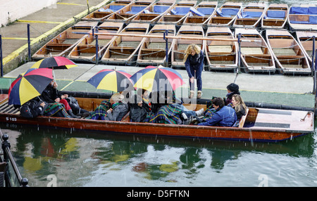 Punting on the River Cam in the snow. Cambridge England - Stock Photo