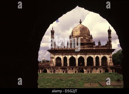 The tomb of Ibrahim Adil Shah II (ruled 1580-1627), also called Ibrahim Rauza Mausoleum in Bijapur karnataka India - Stock Photo