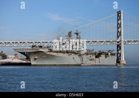 Wasp-class amphibious assault ship USS Makin Island (LHD-8) docked along the San Francisco waterfront. - Stock Photo