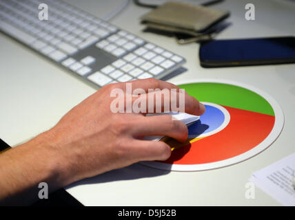 Google employees work at their desks in the Berlin office of the company in Germany, 13 November 2012. The office - Stock Photo