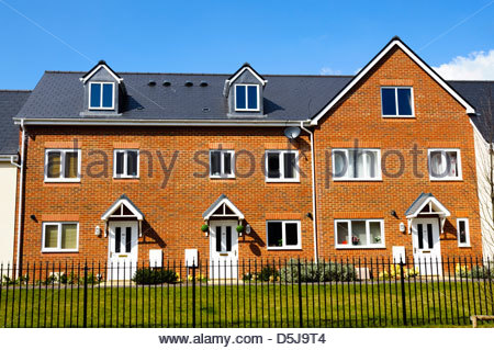 New build terraced houses in Gloucester, UK. - Stock Photo