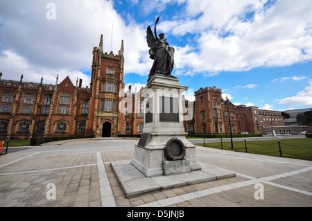 War memorial at Queens University Belfast - Stock Photo