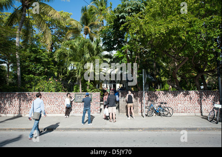 in line to enter Ernest Hemingways house in Key West - Stock Photo