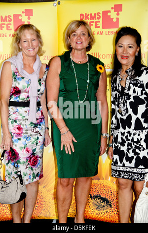 Gaby Bethge, Claudia Rutt and Julie Heinrichsdorff at DKMS Ladies Lunch at Brasserie 'Die Bank'. Hamburg, Germany - Stock Photo