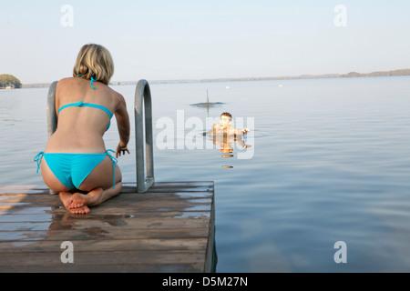 SARA PAXTON & DUSTIN MILLIGAN SHARK NIGHT 3D (2011) - Stock Photo