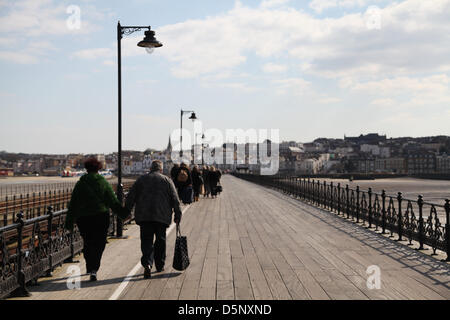 Ryde, Isle of Wight, UK. 6th April 2013 People heading to the sunny Isle of Wight today to enjoy the sunshine. Spring - Stock Photo