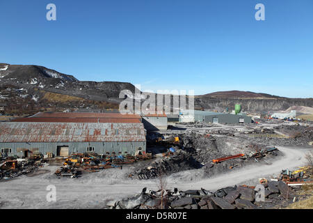 Penrhyn Quarry, Bethesda, Wales, UK. 6th April 2013. Part of the working slate quarry hosts Zip World, the longest - Stock Photo