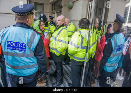 London, UK. 8th April 2013. Emily Johns, from St Leonards (pictured in red jacket) is arrested for trespass by the - Stock Photo